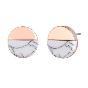 White Marble Stud with Circle Design & Gold Detail